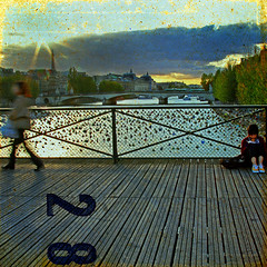 mad in pursuit (1crzqbn) Tags: sunset sunlight motion blur paris color texture metal reflections square cityscape shadows 7d locks 28 shining hypothetical theseine pontdesarts hss coth artdigital idream contemporaryartsociety abigfave innamoramento ladamedefer memoriesbook awardtree imagicland crazygeniuses exoticimage 1crzqbn clichesaturday sliderssunday netartii artcityart madinpursuit 14522012