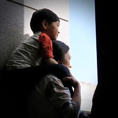 Shoulder Sitter (Mondmann) Tags: boy holiday kid asia child watching mother korea celebration seoul shoulders southkorea festivities rok koreans eastasia childrensday republicofkorea warmemorialmuseum southkoreans mondmann canonpowershotg7x