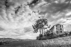 In qualche posto il tempo si ferma. (*Sylvi) Tags: italy canon landscape eos flickr italia photographer pic cielo urbano ph marche paesaggio abruzzo urbex 750 immenso