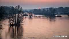 Un soir sur la Loire (Christian LECHAT) Tags: soleil eau indre couleurs ciel arbres paysage soir et loire 37000