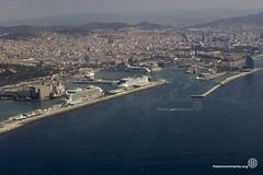 2016_06_05_Harmony of the Seas_Tono Carbajo 01 (Fotomovimiento) Tags: barcelona puerto manifestacion trasatlantico turismomasivo fotomovimiento harmonyoftheseas noalturismo