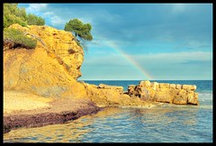 ....rainbow.... in calpe.... (VICTOR VIC) Tags: iris beach nature landscape rainbow nikon playa alicante tamron plage arco rocher roca arcenciel calpe d90 calp