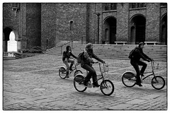 Cyclists, Stockholm, October 07, 2007 (Maggie Osterberg) Tags: leica travel bw blackwhite sweden stockholm m8 stadshuset maggieo silverefexpro2 voigtlander35mmultronf17