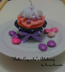 Cupcake de feltro: bluberry (Funny Amandita) Tags: cupcake cupcakedefeltro docesdefeltro cupcakedecorativo docesdetecido docesdecorativos