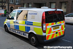 City of London Police / Mercedes Vito / Dog Unit / CPxx / LC08 UVO (Chris' 999 Pics) Tags: old city uk blue light england woman dog snow man london film speed lights mercedes bill pc nikon bars pix order fuji cops united nick hill fine blues police samsung kingdom cop finepix copper and fujifilm service law hd enforcement breakers van emergency 112 siren coppers arrest policeman unit 999 constable vito 991 twos strobes policing lightbars statiion rotators of d3000 worldcars colp leds lc08uvo s2750