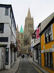 Visible from all quarters (Silanov) Tags: street city uk greatbritain england english church town europe cornwall view cathedral unitedkingdom dom kathedrale kirche eu spire stadt dome shops aussicht neogothic truro anglican mnster ausblick cornish anglicanchurch englisch gothicrevival kirchturm anglicancathedral neugotik 2011 lden strase trurocathedral neugotisch neogothik cathedraloftheblessedvirginmary anglikanisch grosbritannien anglikanischekirche stmarysstreet anglikanischekathedrale