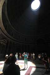 Iwan in the limelight at the Pantheon (Rory Francis) Tags: italy rome roma building history ancient stair italia roman empire rhufain hanes adeilad hynafol yreidal rhufeinig eachdraidh aneadailt aniodail ymerodraeth iompaireachd