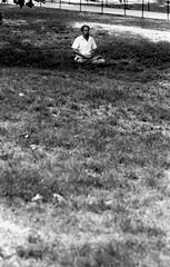 Meditator... (Néstor Sánchez Cordero) Tags: 50mm dc washington kodak 100mm d76 elan riad canoneoselan kodakday riad5 riad7125