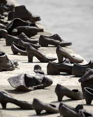Danube Promenade Memorial [Budapest - Hungary] (Trismitril) Tags: nikon shoes hungary riva budapest depthoffield jews duna magyar danube pest scarpe cip ungheria magyarorszg danubio tamron70300 ebrei uccisi profonditdicampo memoriale shoesonthedanubepromenade danubepromenade nikond7000