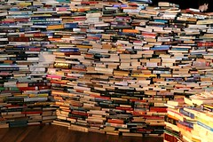 aMazeme... a wall of books (Peter Denton) Tags: sculpture london art typography 50mm reading book literature southbank maze royalfestivalhall livingsculpture typographie londonist canoneos60d ©peterdenton gualterpupo marcossaboya