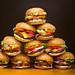 Torre de Babel / hamburguesas plásticas
