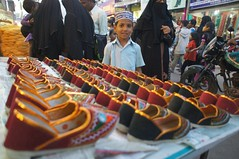 Ramzan (2012) - 13 (Rajesh_India) Tags: india shopping child hyderabad ramadan frenzy charminar ramzan
