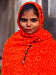 Agra - Woman in red (sharko333) Tags: voyage travel asia asien asie reise