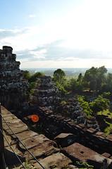 AK_PhnomBakheng_03 (chiang_benjamin) Tags: sunset temple ruins cambodia religion angkorwat phnombakheng