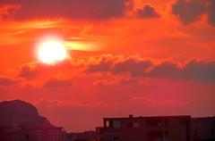 IMG_3361 - rosso di sera (molovate poco presente) Tags: panorama casa tramonto nuvole tetto finestra zen mia sole rosso paesaggio sera citt riflesso dalla dallamiafinestra volate tafme molovate