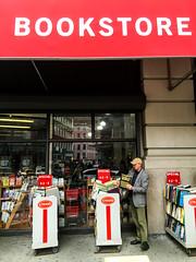 Nueva York, mayo 2016 (pslachevsky) Tags: newyork books libros livres estadosunidos nuevayork strandbookstore librairie readers lectores etatsunis lanzamiento unitedstate lecteurs librerastrand