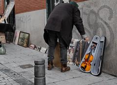 Violin o viola (juancarlos.martinezmena) Tags: madrid rastro violn