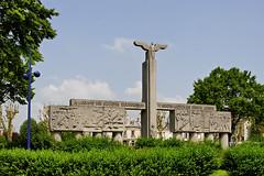 Monument  lOeuvre des Socits Coopratives de Reconstruction des Rgions Libres (Ombre&Lumiere) Tags: picardie patrimoine soissons mmorial aisne