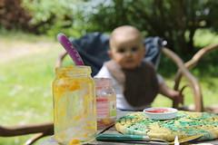 Joies simples_Dordogne_IMG_4336 (Hlne (HLB)) Tags: baby outdoor eating dordogne pot manger enfant bb petit pleinair