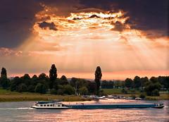 Rheingold (TablinumCarlson) Tags: leica sky sun clouds germany deutschland boat nw north himmel wolken m summicron m8 nrw dusseldorf dsseldorf sonne rhein wagner schiff duesseldorf nordrheinwestfalen rheinland sonnenstrahlen ddorf neuss rheingold nibelungen godrays yachthafen grimlinghausen rhinewestphalia rheinschiff 90m sporthafen volmerswerth strahlenbndel strahlenbchel