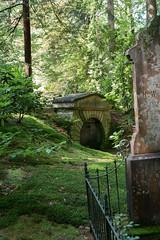 hidden mausoleum (Harm Roelofzen) Tags: castle cemetery graveyard arnhem mausoleum kasteel kerkhof rosendael rozendaal