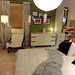赤ちゃんのいる家族を想定したイケアの寝室の写真