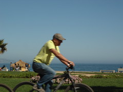 Ciclista y parque/Cyclist and park, Av Jorge Montt, Via del Mar, Chile 2012 - www.meEncantaViajar.com (javierdoren) Tags: ocean chile park parque sea summer vacation mer holiday verde green latinamerica southamerica bike bicycle america valparaiso see mar amrica holidays chili mare cyclist estate via sommer sunny bicicleta zee vert pacificocean verano ciclista bici vero grn t amerika bicyclette valparaso cile parc vregin valpo sommar viadelmar amricadosul amricalatina ocano soleado sudamrica lateinamerika amricadelsur quintaregin latinoamrica regindevalparaso vacacin ocanopacfico ammerica avjorgemontt latijnsamerika lamriquelatine viaciudadbella 5regin via2012 viadelmar2012 avenidajorgemontt viadelmar12 via12