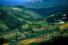 摩洛哥北部著名山脉瑞福山,史前便有人类活动,远处为地中海。