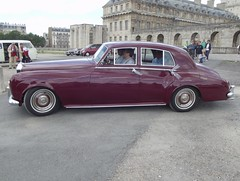 Introduced in 1955, the Rolls-Royce Silver Cloud is understood to be the most emblematic post War II car ever produced by the car crafter. (AlainDurand) Tags: france cars rollsroyce 94 iledefrance classiccars vincennes britishcars motorshows valdemarne rollsroycesilvercloud voituresanciennes vincennesenanciennes worldcars rollsroycemotorcars britishclassiccars alaindurand classicmotorshows