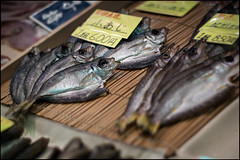 (David Panevin) Tags: street food fish japan shop zeiss t kyoto display arcade olympus e3 dried nishikimarket planar  zk carlzeissplanart50mmf14 nishikiichiba nakagyoku davidpanevin tominokojidori shijoagaru