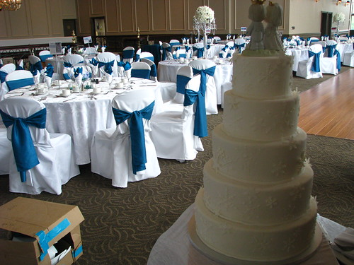 5 tier snowflake wedding cake in the banquet hall