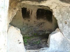 P1010740sun2908c (Marchal) Tags: italien italy italia sicily sicilia 2012 sizilien mezzogiorno pantalica tz10 panasonictz10 april2012 dmctz10 necropolisofpantalica