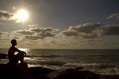 Silueta (Sr. Taker) Tags: sol contraluz mar playa thai silueta olas muay rocas