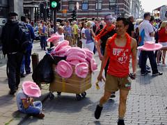 _DSC1514_ANT (Denkrahm) Tags: street pink hat kid belgium belgie denkrahm antwerpen anvers straat pinkhat