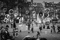 BUBBLES (Mohsan') Tags: street bw paris france kids pompidou mohsan fujix100s
