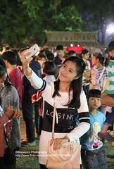 Ayutthaya, World Heritag Fair, Selfie...smile (blauepics) Tags: world park old city woman heritage girl smile architecture night thailand temple site pretty nacht si capital hauptstadt fair unesco stadt architektur historical frau wat mdchen tempel lcheln weltkulturerbe phra ayutthaya selfie alte nakon mahathat hbsch
