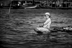 Cambodia - Tonle Sap, Mekong River. (Roberto Farina Travel Photography) Tags: travel portrait people blackandwhite river children cambodia siemreap ritratto mekong reportage tonlesap cambogia reportagediviaggio