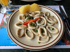 "Panama City: assiette de calamars à la plancha <a style=""margin-left:10px; font-size:0.8em;"" href=""http://www.flickr.com/photos/127723101@N04/26727506663/"" target=""_blank"">@flickr</a>"