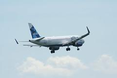 IMG_2548 (wmcgauran) Tags: boston airplane airport aircraft aviation airbus jetblue bos a320 eastboston kbos n827jb
