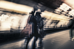 Metro in Paris (_Papyrus) Tags: paris unscharf orton