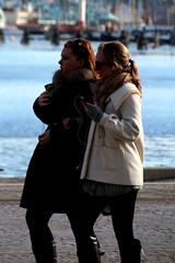 Walkie talkie (josephzohn   flickr) Tags: girls people walking stockholm mobil walkietalkie iphone nybroviken tjejer mnniskor