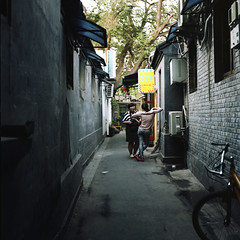 Hutong Back Alley (TAT_hase!) Tags: film backalley kodak c beijing hasselblad pro  hutong planar  160 80mm carlzeiss  66 ektacolor 503cxi