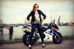 Suzuki (Reografie) Tags: mist industry girl glasses model rotterdam glow crane motor suzuki lovely effect industrie hayabusa keppel gsx1300r botlek bewerking verolme nibbie reografie freewheelen