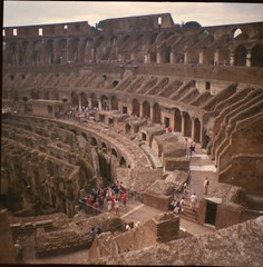 Coliseo (Honey Bfly) Tags: rome roma film 35mm vintage lomo lomography retro colosseum coliseo pelicula analogue colisseum lomografia analogico dianamini