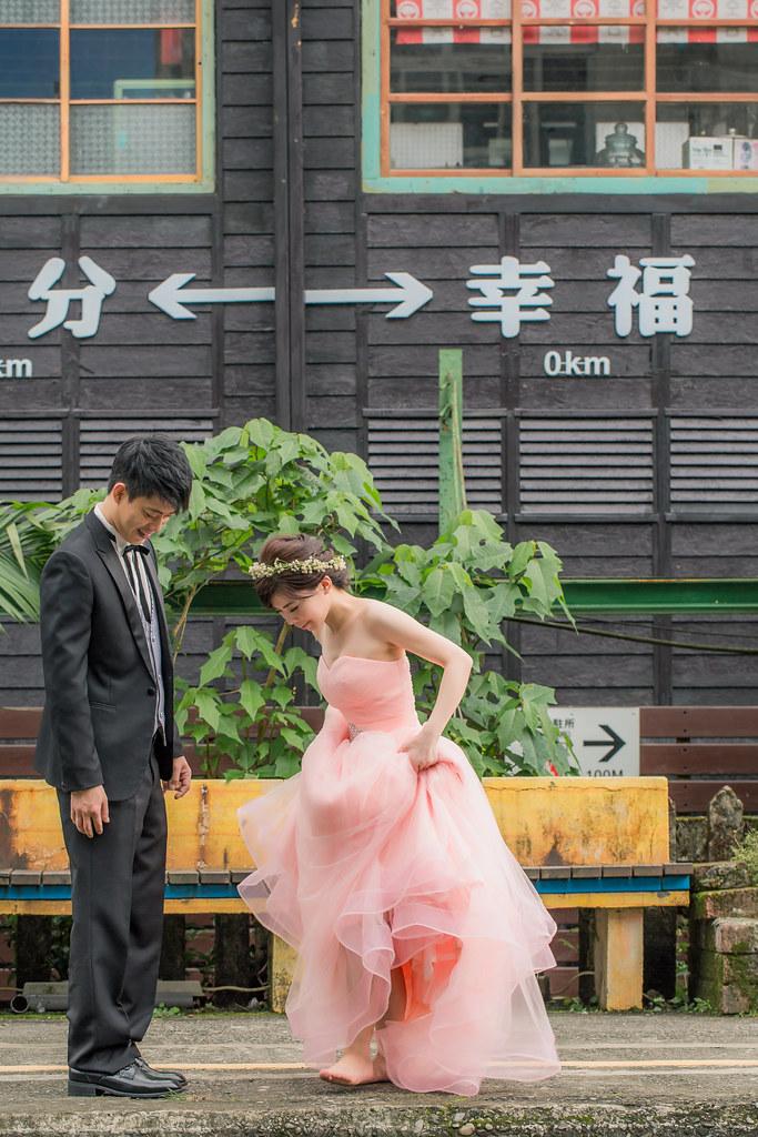 Fantasia梵塔莎手工婚紗/橘子白-阿睿/自助婚紗 /野餐婚紗/ 自主婚紗/ 寵物婚紗/ 菁桐車站