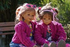 Tivi und Milina ... (Kindergartenkinder) Tags: park essen dolls sony wiese blumen landschaft garten annette personen tivi milina gruga himstedt kindergartenkinder