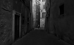 roman street life (**) Tags: rome roma italia italy italie cidade city ciudad citt citt ciutat citt street streetlife foto fotoderua gente people pessoas persone persons pb pretoebranco bw bn biancoenero blackandwhite streetphotography