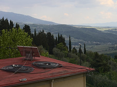 Acone_e-m10_1005065239 (Torben*) Tags: italien roof landscape cables tuscany landschaft dach kabel toskana acone rawtherapee olympusm1442mmf3556iir olympusomdem10