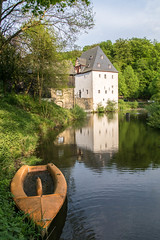 Burg Overbach - Overbach castle (ralfkai41) Tags: overbach architektur landscape burgoverbach historisch burg water boot architecture boat lake gebude schlos see castle