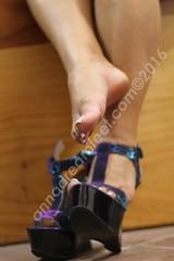 IMG_2358 (Anas feet) Tags: feet foot toes dangling heels pies soles mujer girl woman